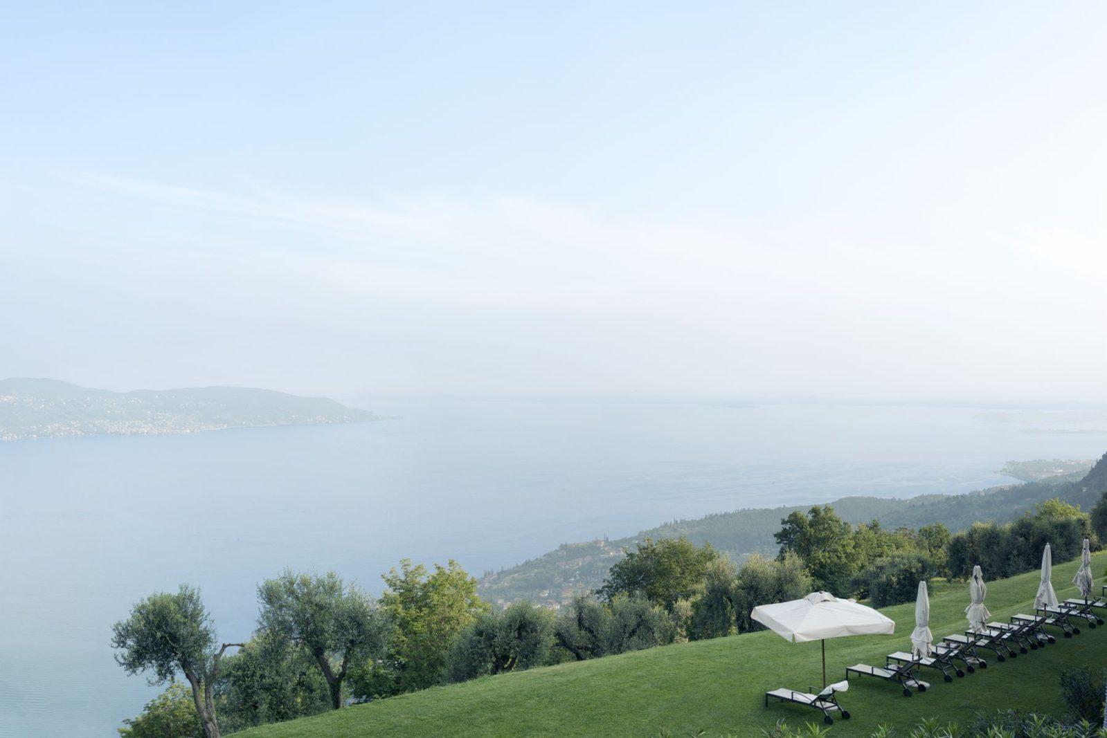 Panorama su Gargnano e il Lago di Garda dall'alto di Lefay Resort & SPA Lago di Garda